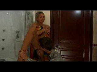गर्म माँ n149 रूसी सुनहरे बालों वाली उत्तेजित परिपक्व milf और जवान आदमी