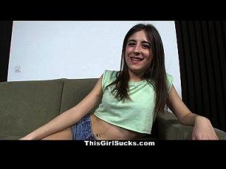 इस लड़की के 2 डिक्स 1 लैटिना मुंह