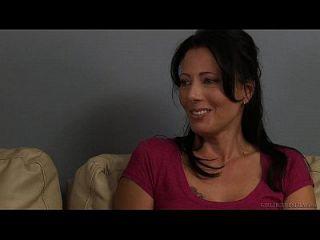 लिली कार्टर और जेसी रोजर्स लड़कियों की लड़की पर लड़की हैं