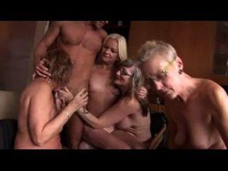 कुछ परिपक्व के साथ शौकिया समूह सेक्स