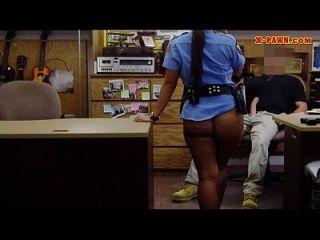 बड़े स्तन पुलिस अधिकारी उसे twat pawns मुश्किल pounded