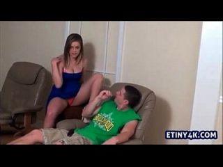 सेक्सी किशोर अपने कदम भाई चिढ़ा