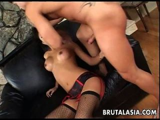 एशियाई श्यामला वेश्या बेकार है और किसी न किसी असली गड़बड़ गड़बड़ हो जाता है