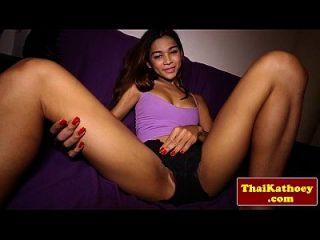 किशोर थाई ladyboy मॉडल उसके गर्म शरीर