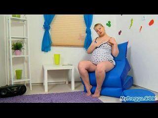 mypreggo.com से गर्भवती जेनी # 01