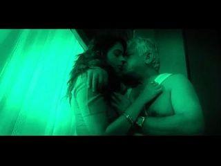 गर्म भारतीय बेब बूढ़े आदमी seduces