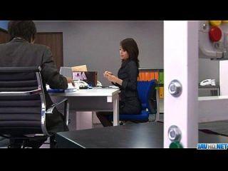 कार्यालय बिंबो, मिकी होजो, उसके फैनी के साथ खेलता है