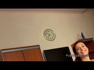 एक कार्यालय में टक्कर लगी जनता से बस्टी रेड इंडियन