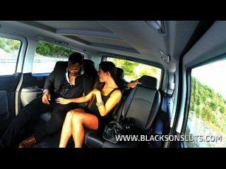 काले टैक्सी चालक गाला भूरे रंग की सवारी