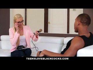 किशोर loveblackcocks गोरा लड़की बीबीसी एथलीट द्वारा लूट लिया जाता है