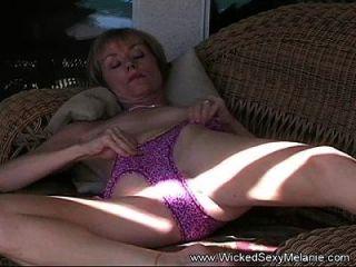 शौकिया कदम माँ के लिए होटल सेक्स