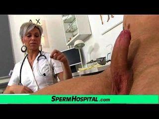 युवा पुरुष रोगी दुहना सेक्सी वर्दी मादा बीट