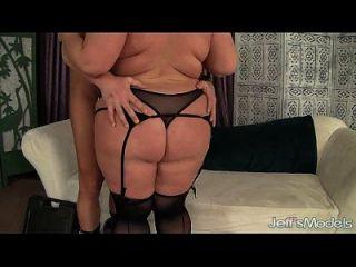 बड़ा boobed परिपक्व बीबीडब्ल्यू महिला लिन कट्टर सेक्स
