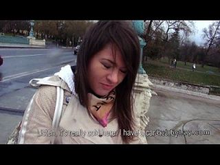 बालों वाली बिल्ली रूसी बेब जनता में कार में fucks