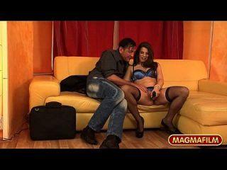 मेग्मा फिल्म मोना ली सही स्तन है