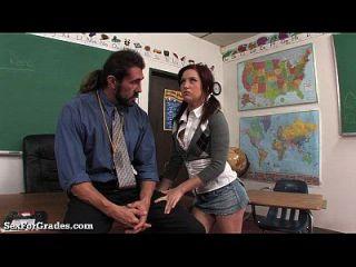 शिक्षक द्वारा गड़बड़ तंग गीला किशोरों!
