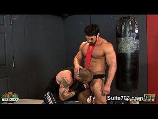 गर्म जॉक जिम में अपने तंग buttholes कमबख्त