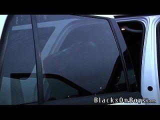 सैम टायसन दो काले लंड का प्रबंधन करता है