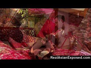 एक बड़े आदमी द्वारा जुड़ी realasianexposed एशियाई प्यारी