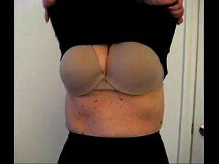पत्नी बड़े स्तन चमकती
