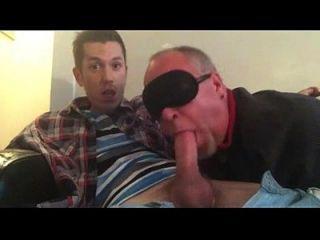 समलैंगिक पिताजी अपने twink डिक चूसने