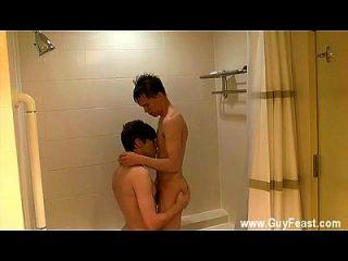 चरम सह खा खा समलैंगिक twinks वे नीचे रगड़ना इससे पहले कि वे शुरू करने के लिए