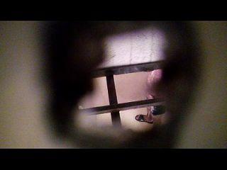 espiando एक मी vecino एन एल baño