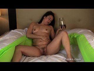 छेड़ लिया ayelisa उसे तेल से सना हुआ बिल्ली toying