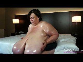 बिल्कुल विशाल प्राकृतिक स्तन नानी