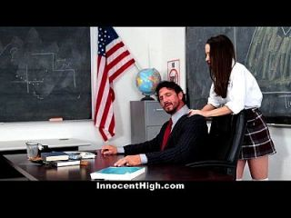 शिक्षिका के मुर्गा के लिए असाधारण स्कूल लड़की को हताश