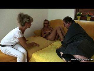 नग्न गोरा परिवार 3some में शामिल