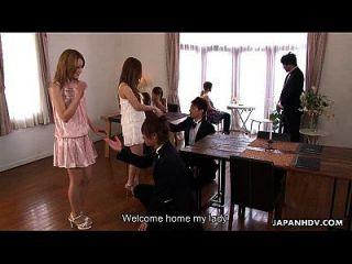 प्यारा एशियाई ग्लैमर बेब उसकी कच्ची मालिश हो रही है
