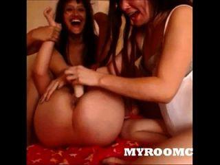 3 एशियाई लड़कियों के साथ कैमरे पर खेल रहे हैं dildo myroomcam.com