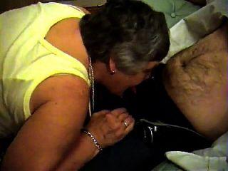 एपीकग्रैनी डॉट कॉम से दादी लीबी मुहैया कराती है