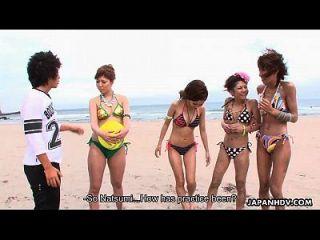 एशियाई वॉली बॉल कोच उंगली तक ले रही है जब तक वह cums