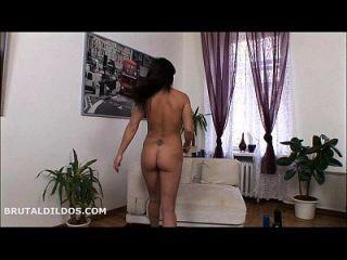 alisya gapes बड़े dildo के साथ उसके गधे के साथ उसके नाम से मेल खाता है