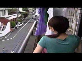 जापानी पत्नी पति के साथ धोखा, इसकी एक अजीब वीडियो नहीं इसकी एक धोखा पत्नी सेक्सी