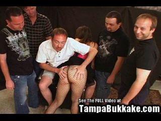 युवा आकर्षक पत्नी गिरोह बैंग bukkake!