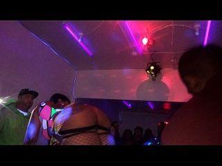 चेरोकी डी गधे उत्तर फिलि में क्यूएसएल हेलोवीन पट्टी पार्टी में प्रदर्शन करती है, प्रति 10/31/15