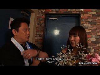 एशियाई फूहड़ उसके जन्मदिन के लिए एक bukkake सत्र हो जाता है