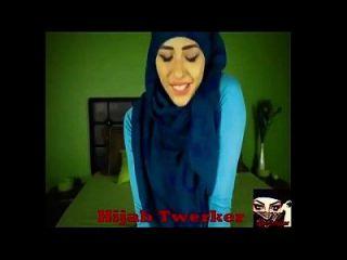 हिजबी लड़की टारक पांच वीडियो एक साथ