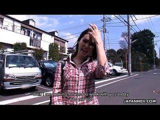 मारिया ओज़ावा एक गर्म क्रीमिया प्राप्त करते हैं