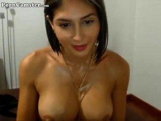इस लड़की का नाम क्या है?