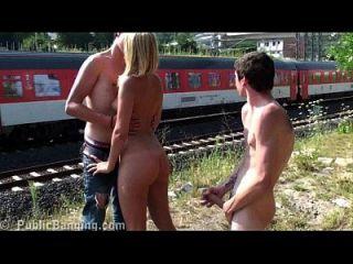 व्यापक दिन में बहुत जोखिम भरा सार्वजनिक किशोर समूह सड़क सेक्स नंगा नाच गैंगबैंग