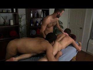 क्रिस डेंगो और एरिक ऑरेंज समलैंगिक