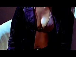 कन्नड़ अभिनेत्री अनुष्का बड़े स्तन वक्र