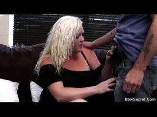 सेक्सी गोरा प्लम्पर के साथ पति धोखाधड़ी