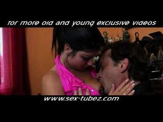 गर्म बेटी बकवास नहीं उसके पिता, एचडी अश्लील 87: युवा अश्लील युवा पुराने सेक्स sex tubez.com