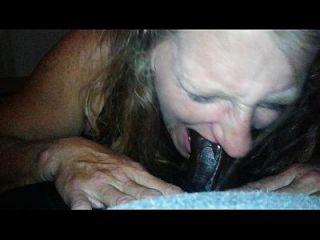 केल्ली एक बड़ा काला मुर्गा पर suckin आनंद मिलता है
