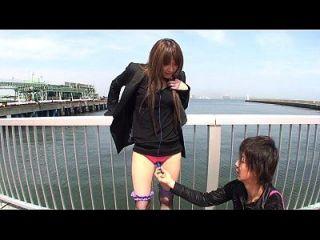 जापानी आउटडोर स्ट्रिपिंग और थरथानेवाला चिढ़ा उपशीर्षक